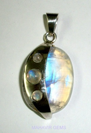 http://www.mahavirgems.in/natural-moonstone-pendant-25